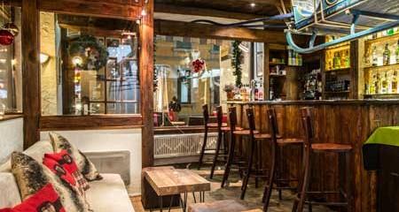 La Moraine Bar